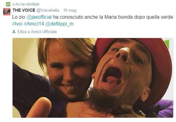 """Amici 14, Maria De Filippi """"strozza"""" J-Ax: il selfie postato su Twitter FOTO"""