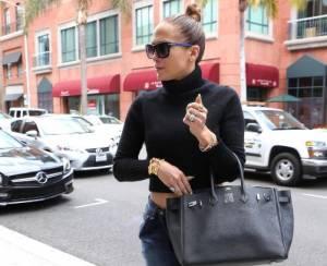 Jennifer Lopez, jeans e tacchi alti in giro per Los Angeles FOTO
