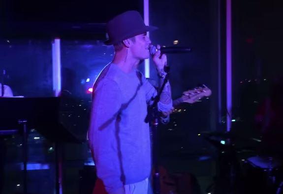 Justin Bieber si dà al jazz: canta live al W Hotel di Hollywood VIDEO