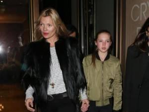 Kate Moss e la figlia Lila Grace mano nella mano a Londra FOTO