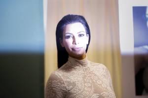 "Kim Kardashian presenta ""Selfiesh"": suoi 500 selfie in un libro06"