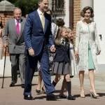 Letizia Ortiz di Spagna, scarpe trasparenti con tacco alla comunione della figlia FOTO 1