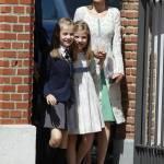 Letizia Ortiz di Spagna, scarpe trasparenti con tacco alla comunione della figlia FOTO 3