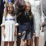 Letizia Ortiz di Spagna, scarpe trasparenti con tacco alla comunione della figlia FOTO 6