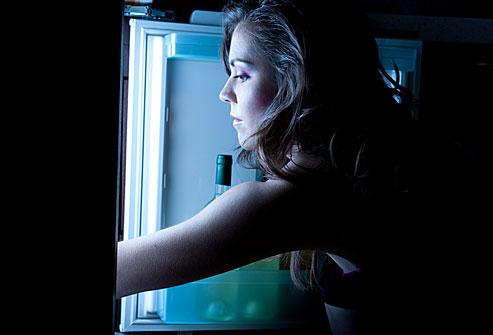 Cancro al seno, cena tardi e spuntini notturni aumentano il rischio