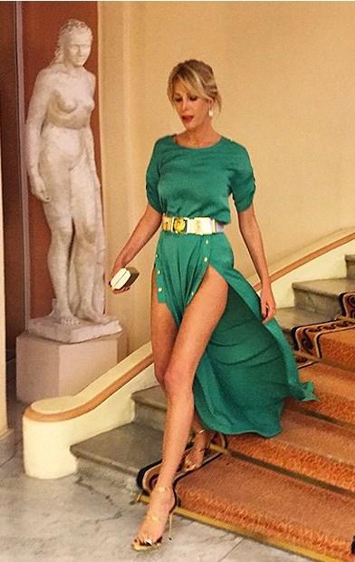 Alessia Marcuzzi come Belen Rodriguez: ecco come si è presentata a Cannes