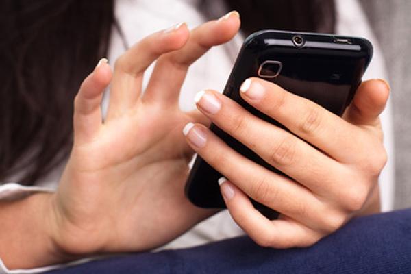 Come conquistarlo: 10 sms da non scrivere mai a un uomo