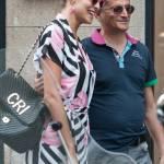 """Cristina Chiabotto, shopping a Milano con il vestito """"juventino11"""