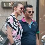 """Cristina Chiabotto, shopping a Milano con il vestito """"juventino02"""