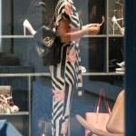 """Cristina Chiabotto, shopping a Milano con il vestito """"juventino05"""