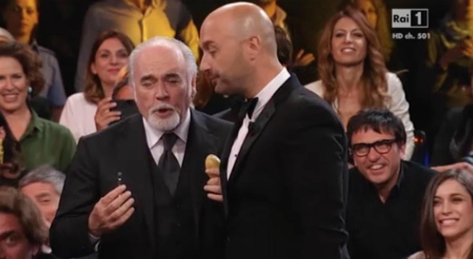 """Premio tv, Bastianich dà un pelapatate a Ricci, lui risponde: """"Vi abbiamo pelati bene"""""""