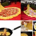"""Met Gala, Rihanna con strascico giallo XXL. Derisa sui social: """"E' un'omelette"""" FOTO 098"""