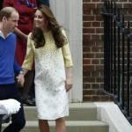 Royal Baby in braccio a Kate che esce dall'ospedale 15