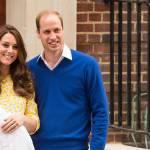 Royal Baby in braccio a Kate che esce dall'ospedale 18