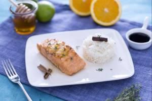 Ricette di pesce: filetto di salmone glassato al miele