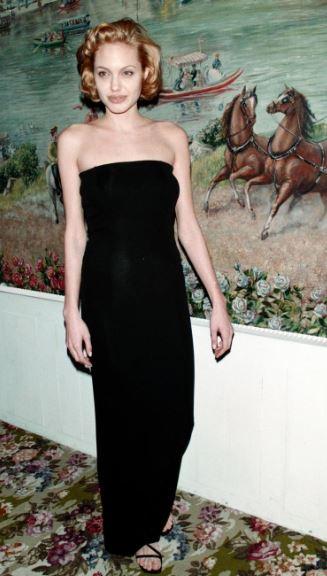 Angelina Jolie, com'era e com'è. L'attrice compie 40 anni FOTO 59