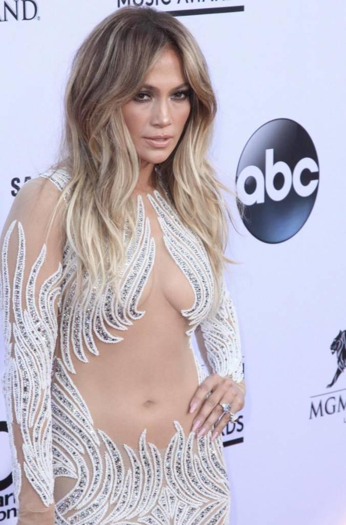 Jennifer Lopez, svelato segreto dei suoi lunghi capelli: ha le extensions FOTO 1