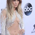 """Dieta Jennifer Lopez: """"Non bevo alcolici, non fumo, faccio esercizio fisico"""" 2"""