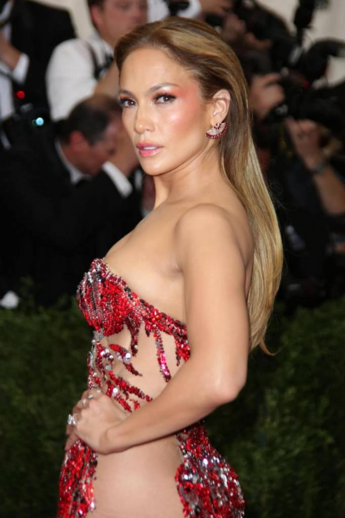 """Dieta Jennifer Lopez: """"Non bevo alcolici, non fumo, faccio esercizio fisico"""" 6"""