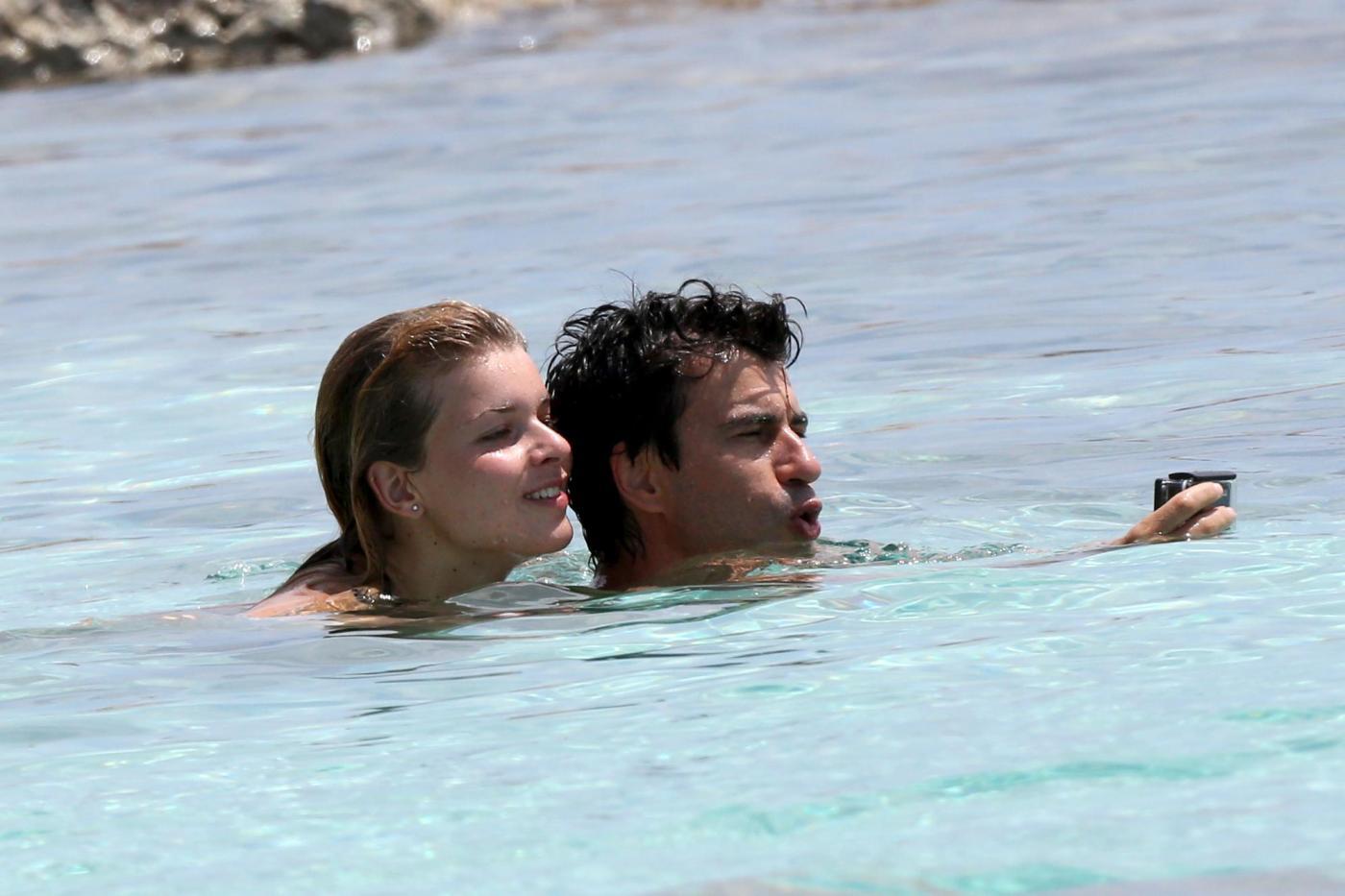 Kledi in vacanza con la sua Charlotte a Formentera11