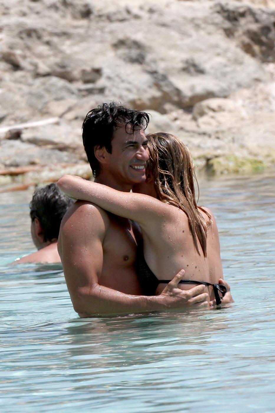Kledi in vacanza con la sua Charlotte a Formentera818