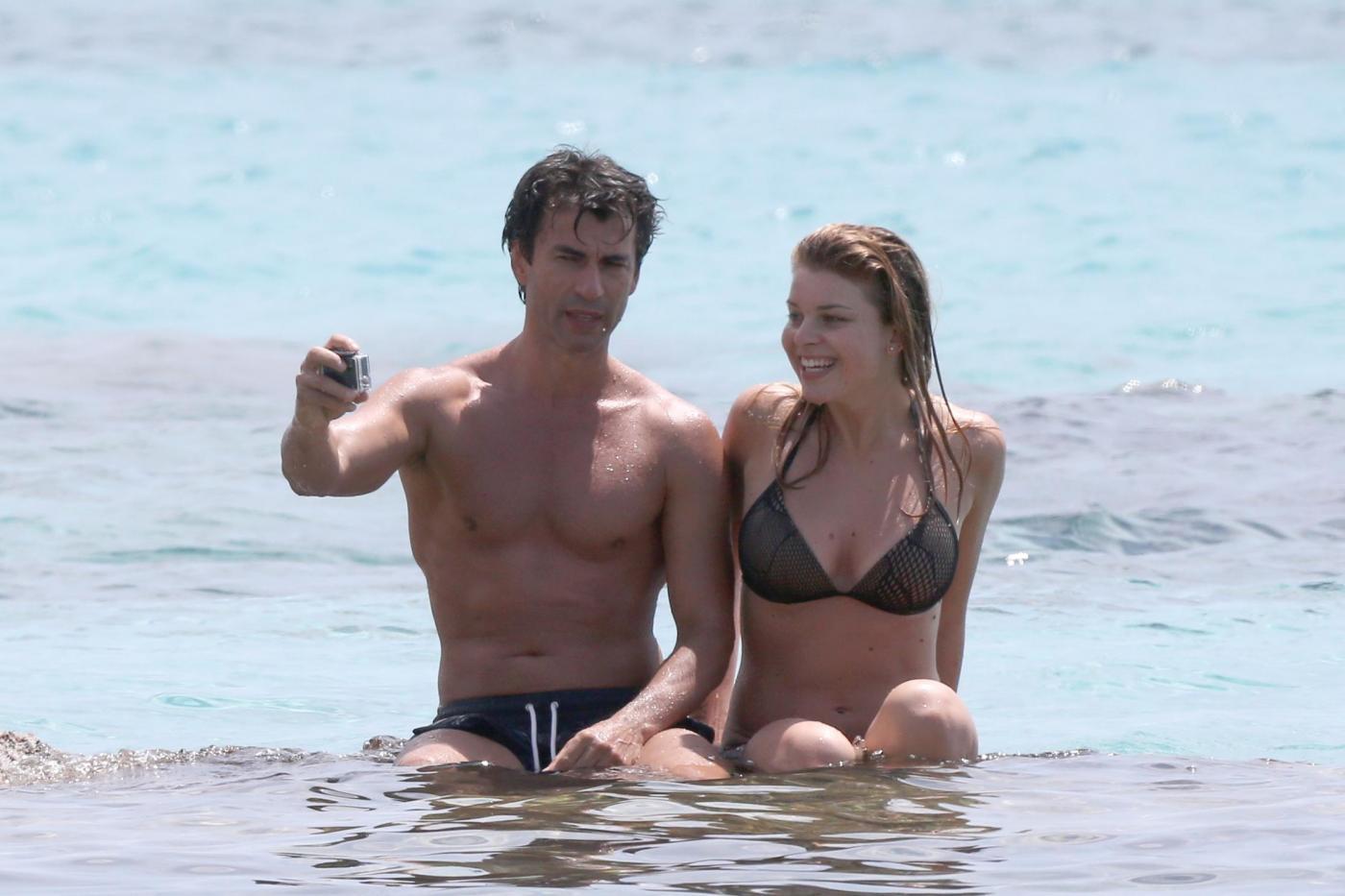 Kledi in vacanza con la sua Charlotte a Formentera221