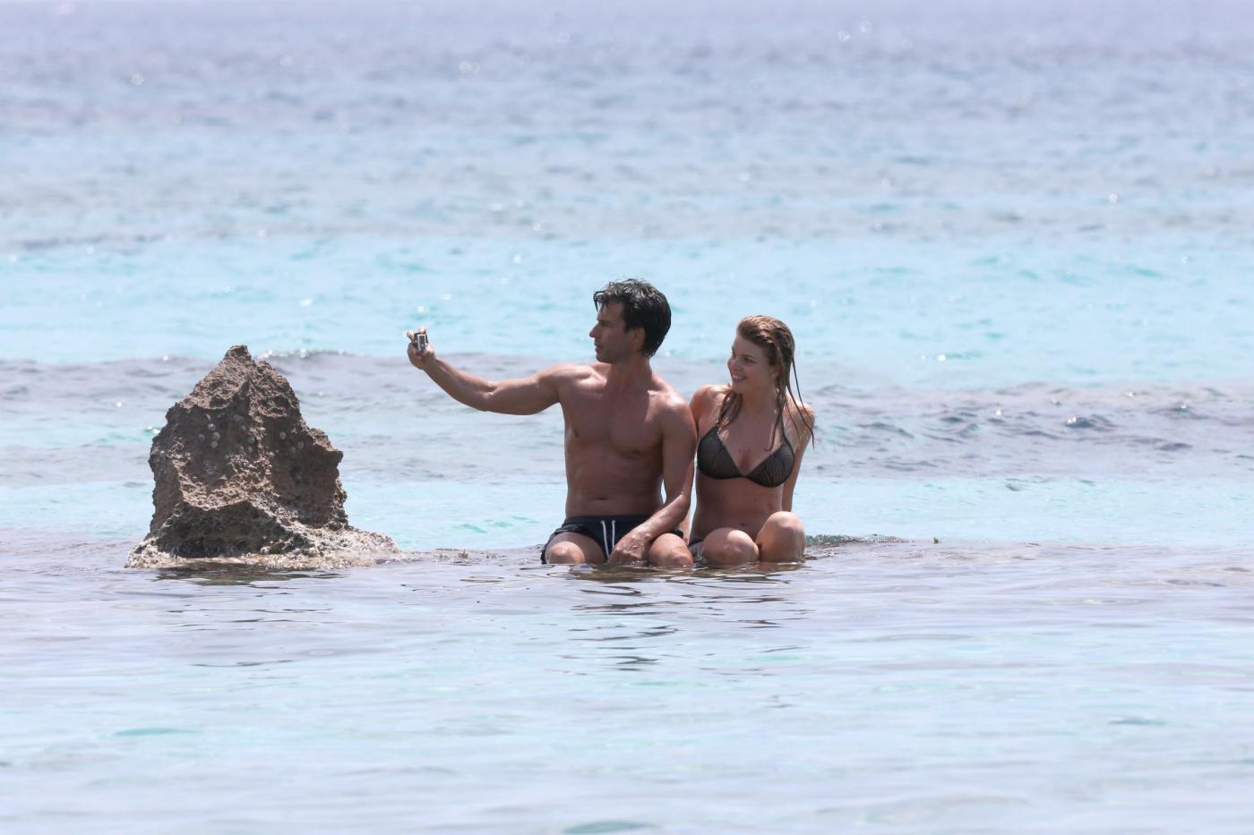 Kledi in vacanza con la sua Charlotte a Formentera22