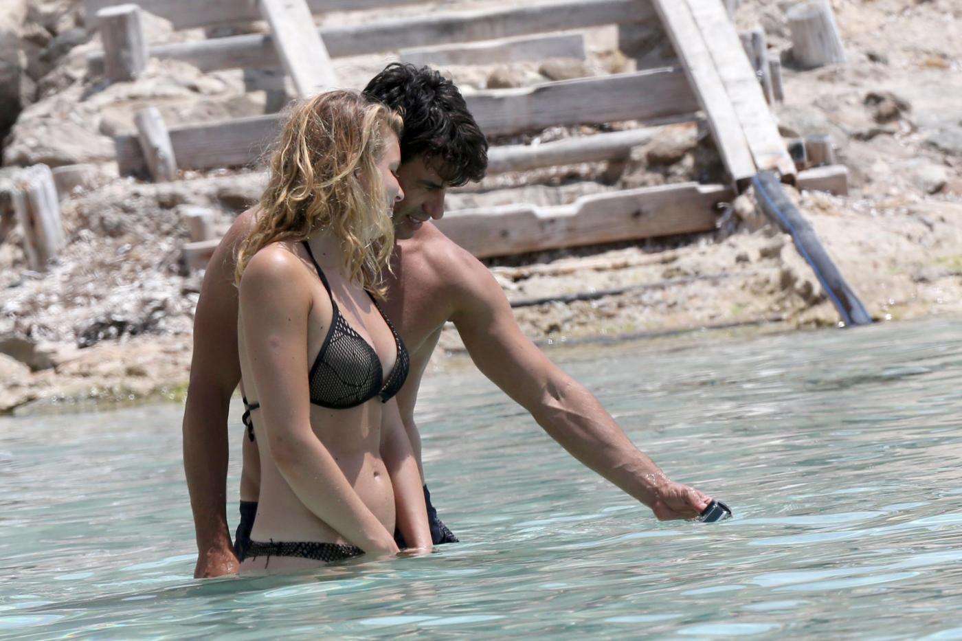 Kledi in vacanza con la sua Charlotte a Formentera03