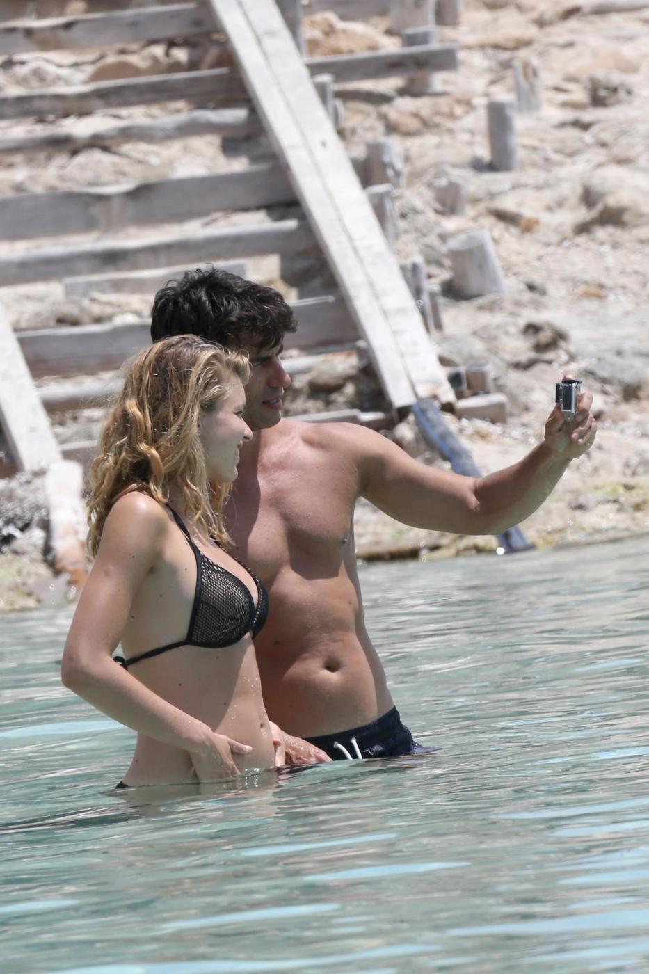 Kledi in vacanza con la sua Charlotte a Formentera04