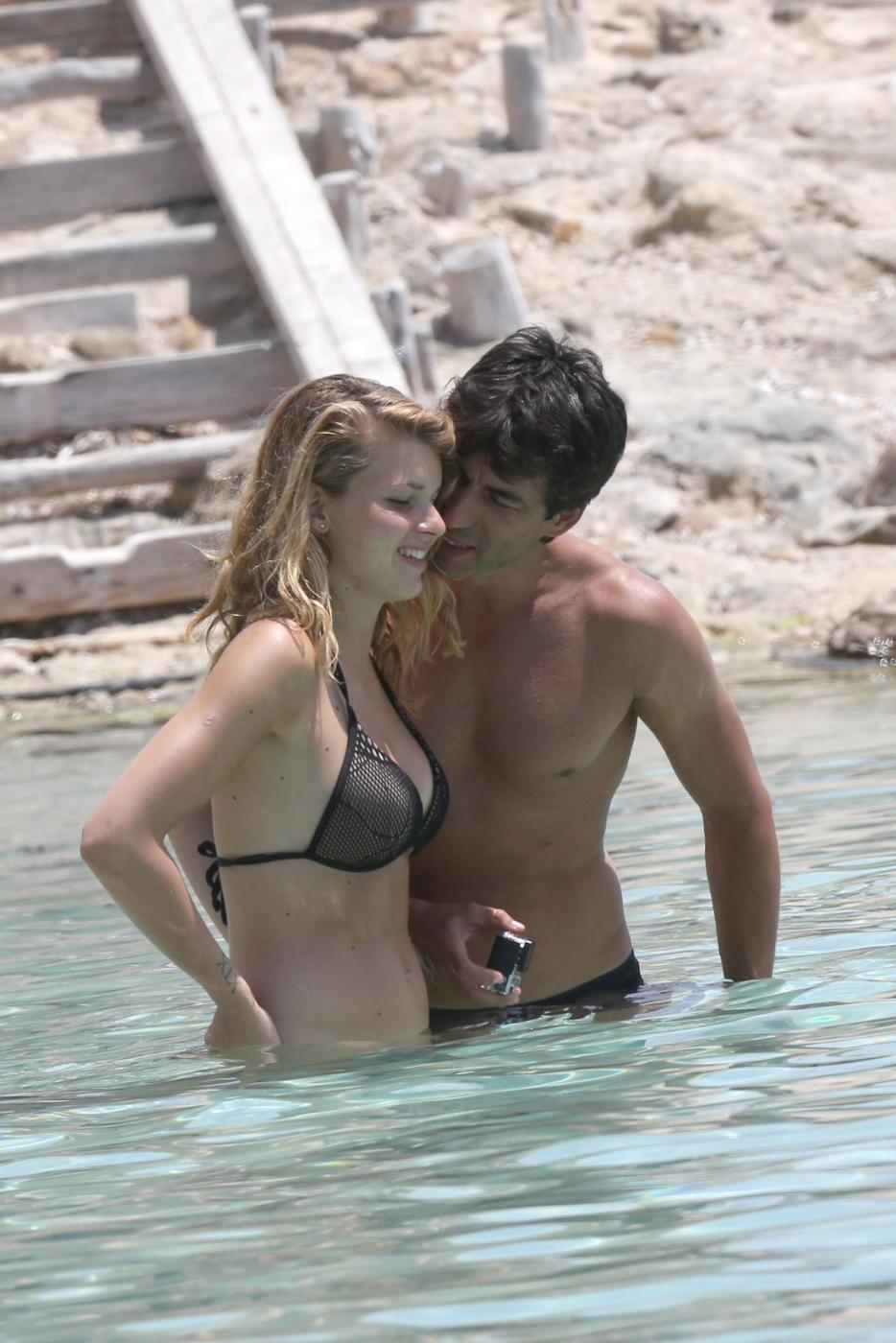Kledi in vacanza con la sua Charlotte a Formentera05