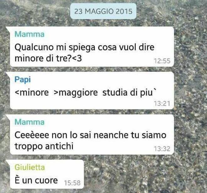 Mamme scrivono ai figli su WhatsApp. Su Facebook le chat più divertenti 11