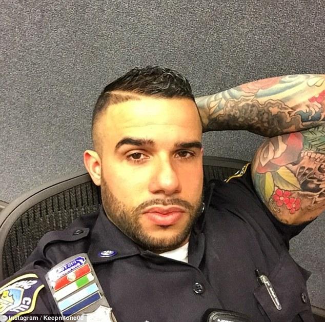 Miguel Pimentel, sexy poliziotto tatuato che fa impazzire le donne