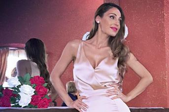 Anna Tatangelo sexy al matrimonio della sorella: abito firmato Francesco Paolo Salerno 6