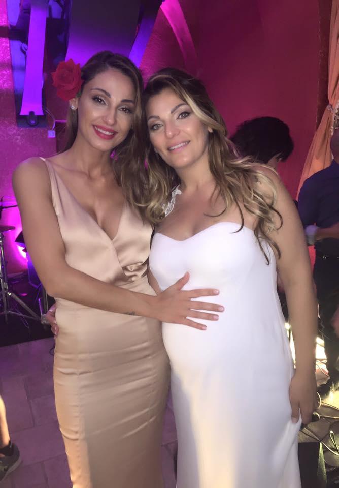Anna Tatangelo sexy al matrimonio della sorella: abito firmato Francesco Paolo Salerno 1