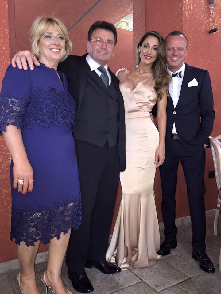 Anna Tatangelo sexy al matrimonio della sorella: abito firmato Francesco Paolo Salerno 4