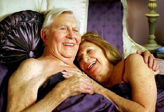 Sesso tra anziani, bando al pregiudizio, fa bene alla salute e all'umore
