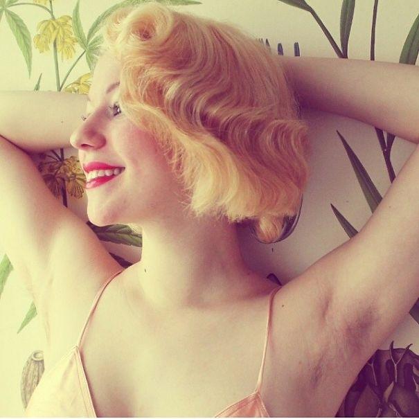 Ascelle pelose su Instagram: moda e foto per dire no alla ceretta 06