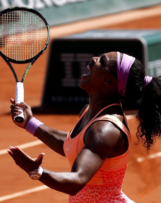 Serena Williams vince Roland Garros: FOTO con trofeo davanti torre Eiffel 02