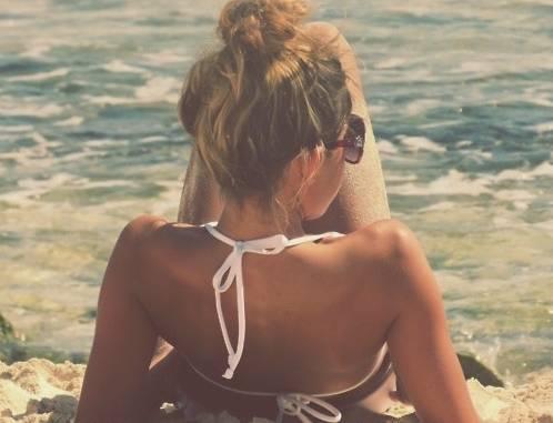 Capelli in estate: 10 trucchi per proteggerli dal sole