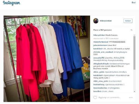 """Dopo Angela Merkel, un'altra delle donne più potenti del mondo sbarca su Instagram: è Hillary Clinton, candidata alla Presidenza degli Stati Uniti d'America. Ha appena fatto il suo ingresso su una delle app più popolari al mondo semplicemente con il nome di @hillaryclinton, ha già raccolto 13mila follower. L'Ex-Segretario di Stato ha pubblicato la sua prima foto sul social network, in cui mostra una collezione di vestiti e commenta: """"Hard Choices"""" (""""scelte difficili"""")."""