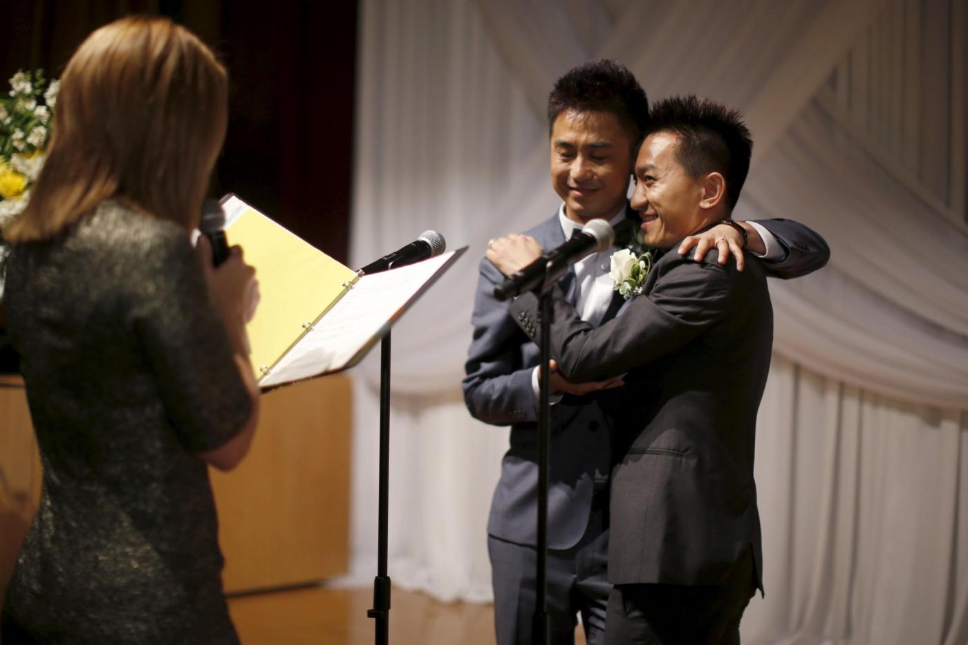 Sette coppie omosessuali cinesi si sposano a Los Angeles13
