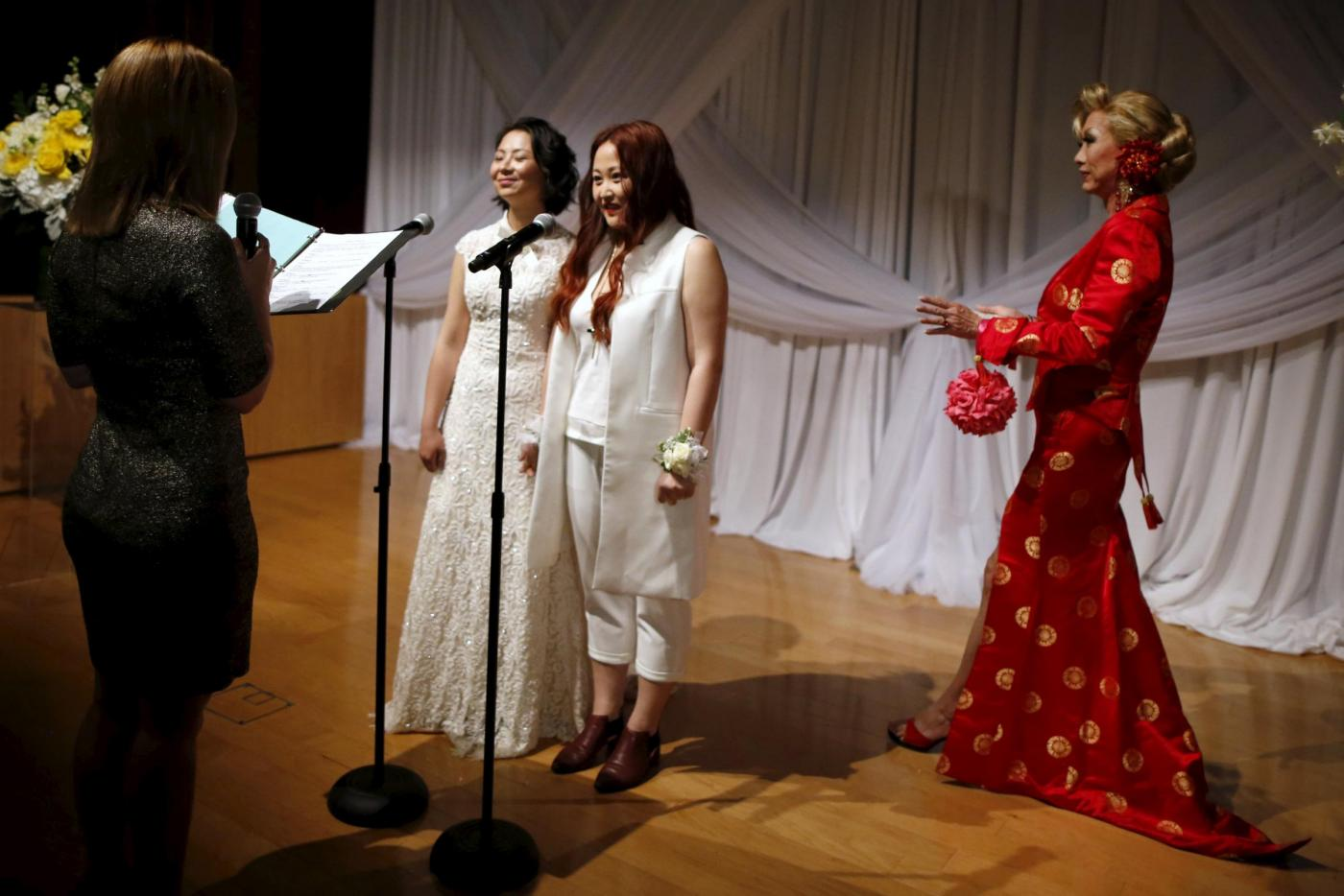 Sette coppie omosessuali cinesi si sposano a Los Angeles12