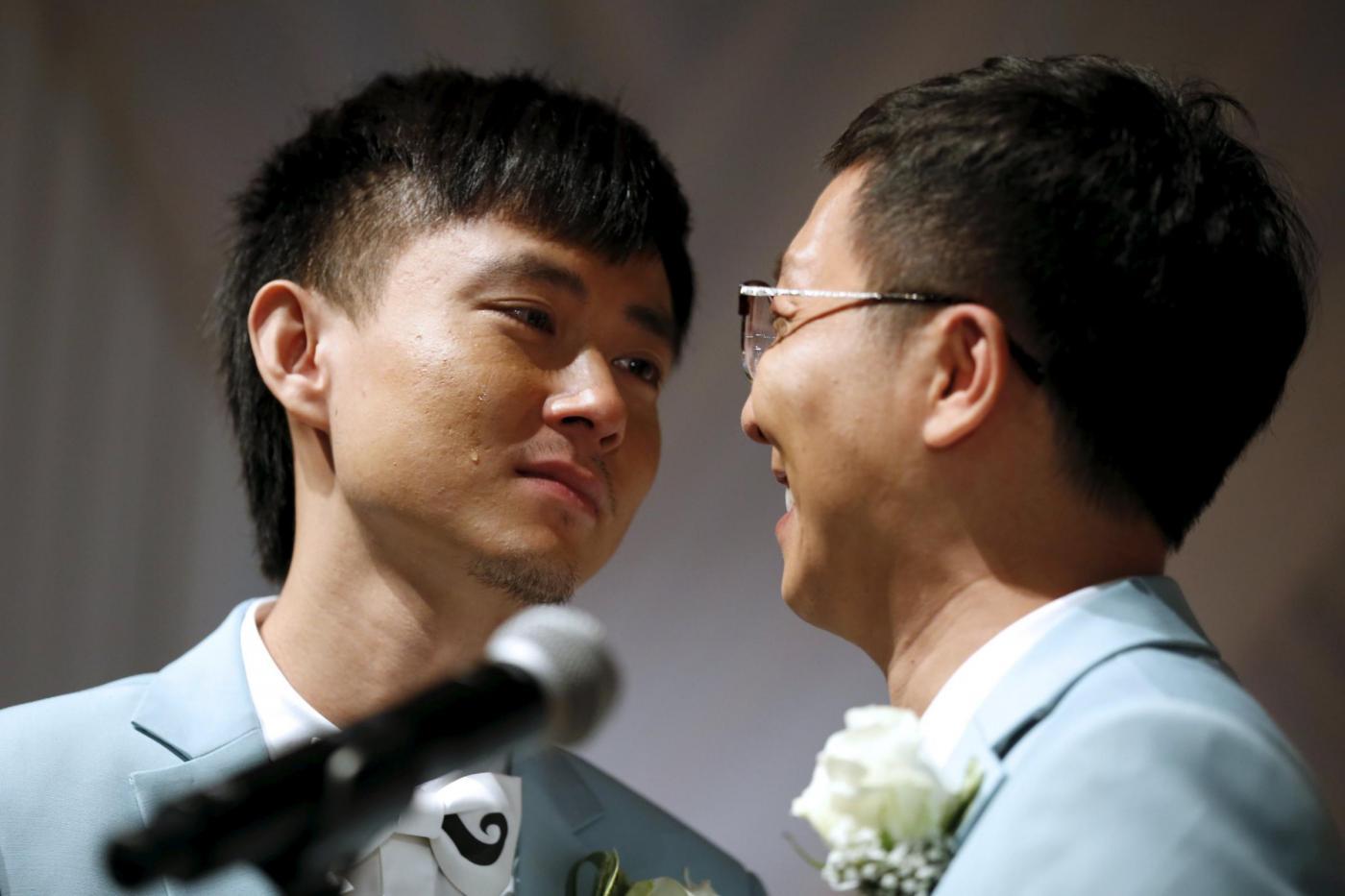 Sette coppie omosessuali cinesi si sposano a Los Angeles10