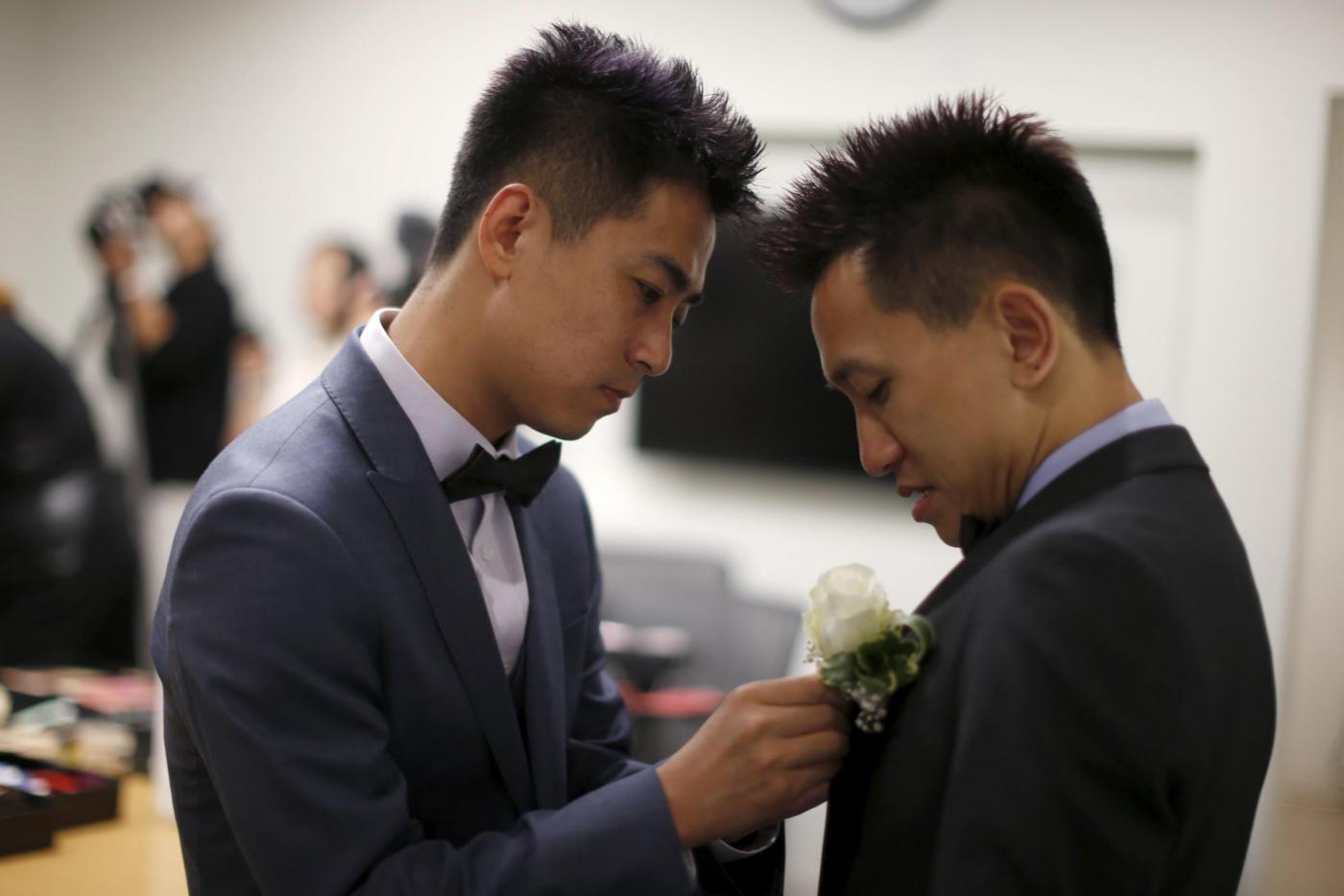 Sette coppie omosessuali cinesi si sposano a Los Angeles07