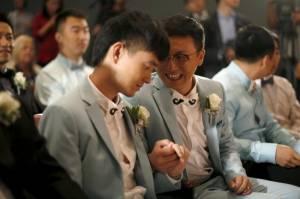 Sette coppie omosessuali cinesi si sposano a Los Angeles05
