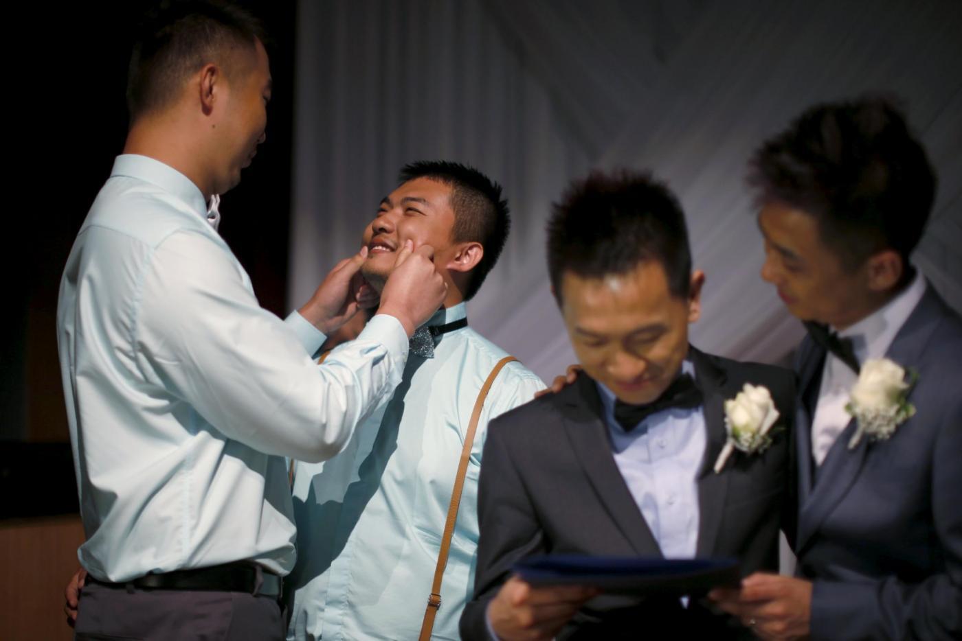 Sette coppie omosessuali cinesi si sposano a Los Angeles16