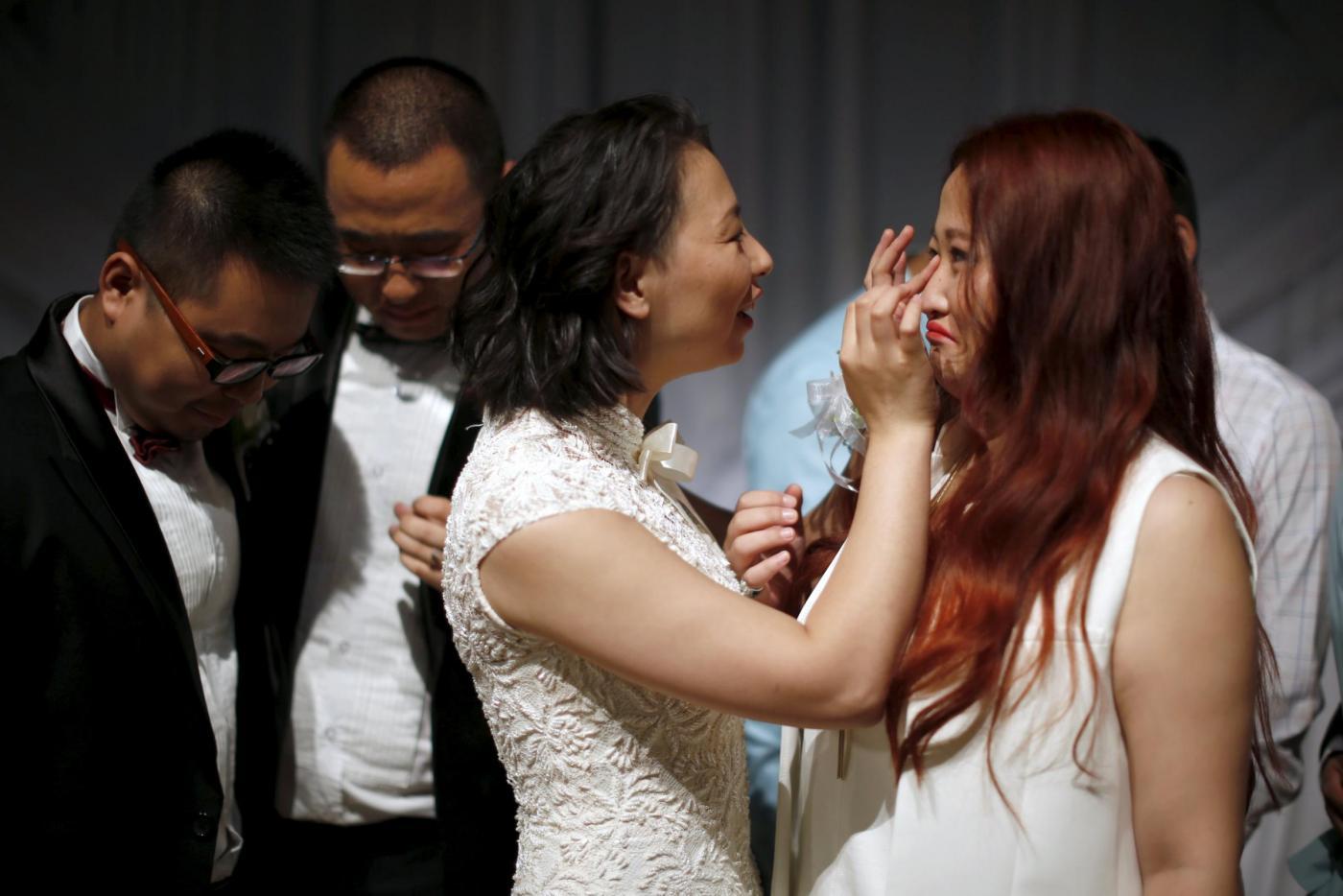 Sette coppie omosessuali cinesi si sposano a Los Angeles15