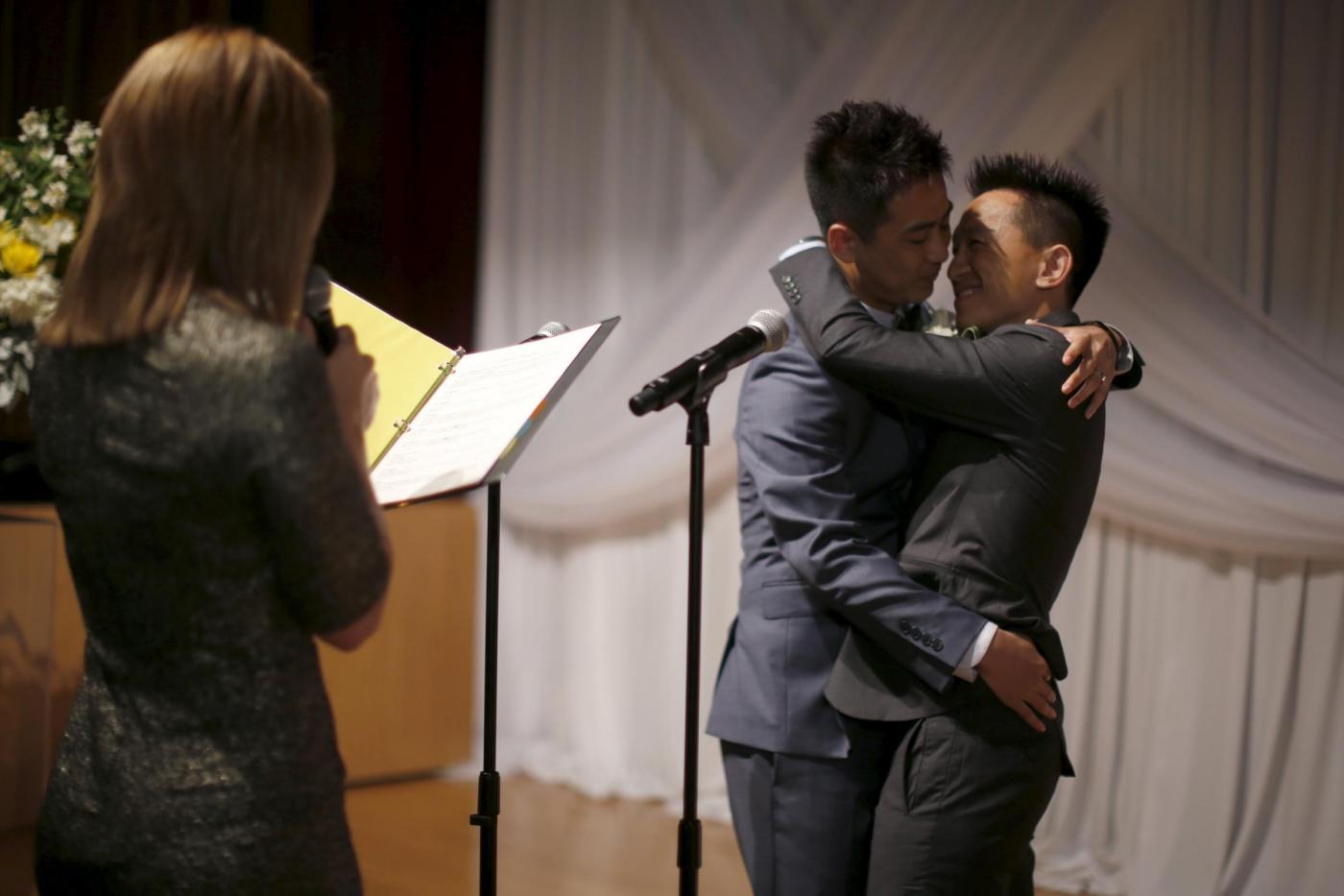 Sette coppie omosessuali cinesi si sposano a Los Angeles14