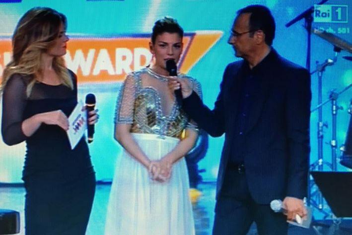 Emma Marrone canta Pino Daniele ai Wind Music Awards e si commuove FOTO