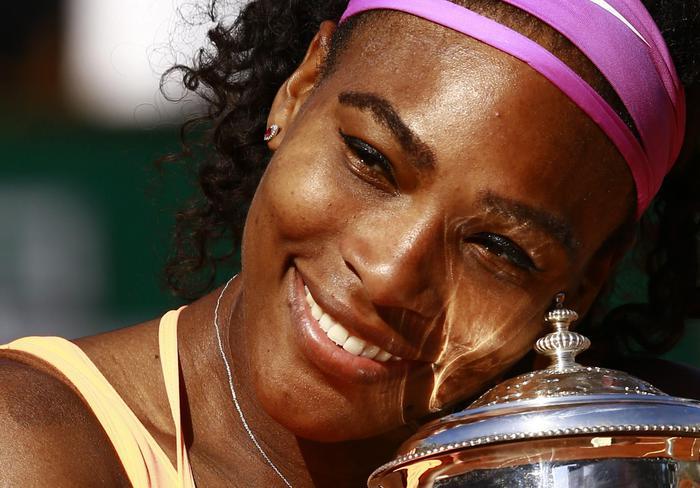 Serena Williams vince Roland Garros: FOTO con trofeo davanti torre Eiffel 10